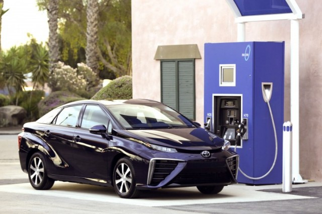 true-zero-hydrogen-fueling-station_100553079_m