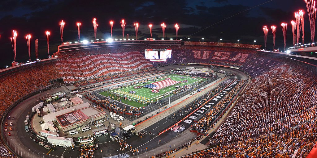 more-than-150000-fans-watched-a-college-football-game-played-at-bristol-motor-speedway