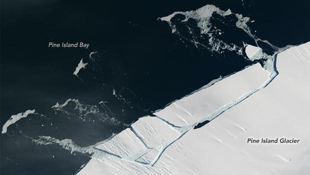 Tavaly februárban is a NASA technológiájának segítségével vették észtre ezt a hatalmas jéghegy leválást. Az új műholdak még pontosabb, még naprakészebb adatokkal szolgálhatnak bolygónkról. a kép forrása: cbsnews.com