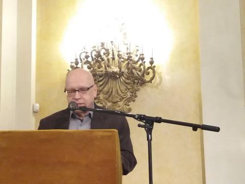 Fráter Zoltán előadása közben