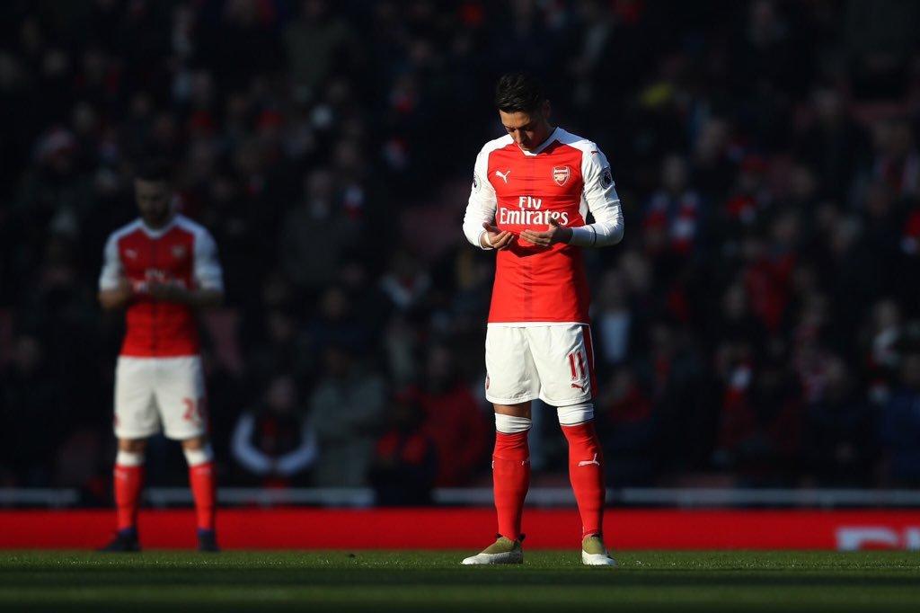 A török származású Özil egy Arsenal-meccs előtt (forrás: Twitter)