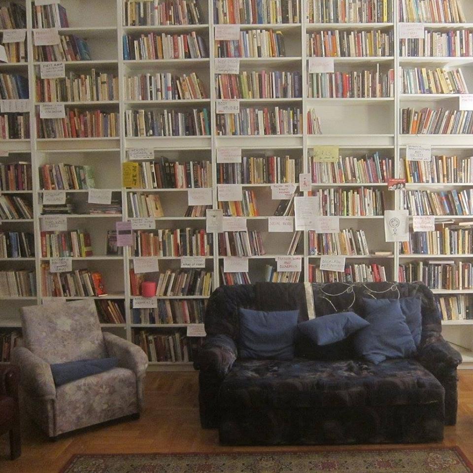 A Közkincs Könyvtár mindent megtesz az otthonosság-érzetért. a kép forrása: a Közkincs Könyvtár facebook oldala