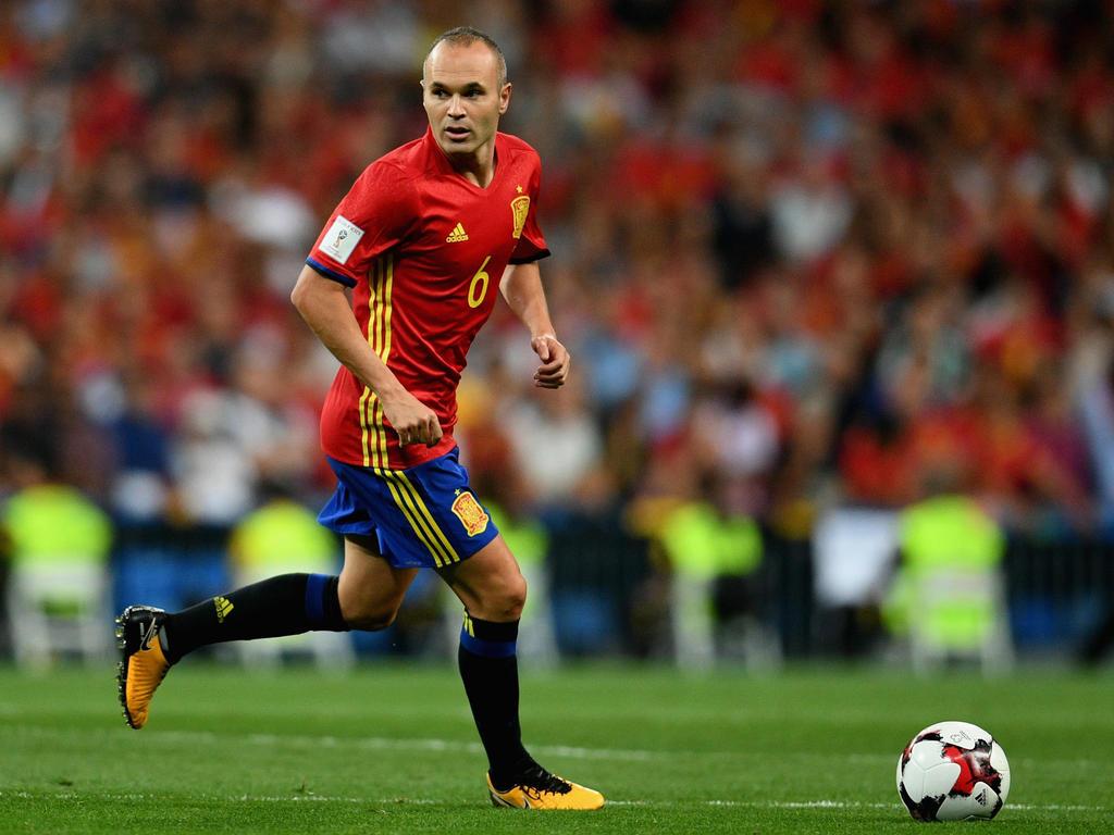 Válogatott mutatói: 124 meccs/13 gól (worldfootball.com)