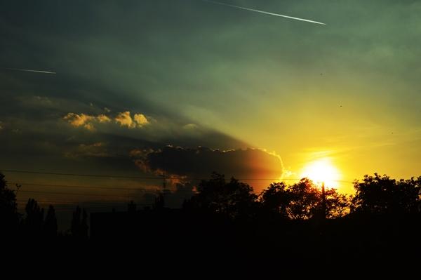 Egerben, a legjobb barátnőmmel beszélgettünk a kedvenc rétünkön, amikor lement a nap