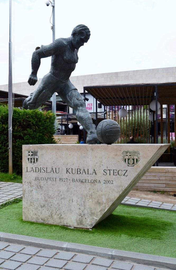 Kubala szobor Barcelonában