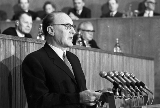 Kádár János a Politikai Bizottság október 9-i ülésén