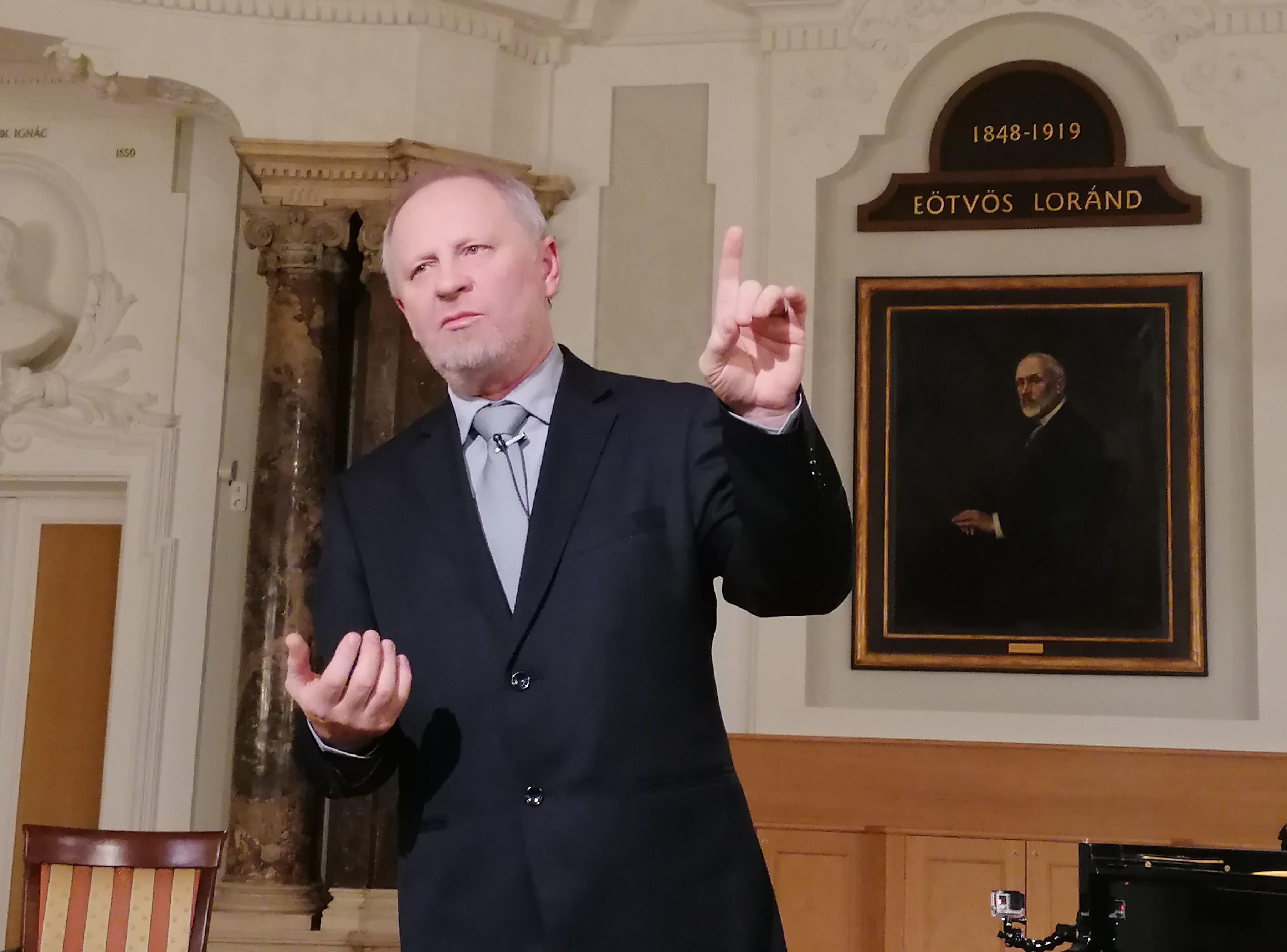 Kovács László mesélés közben