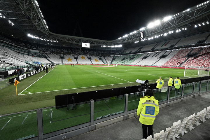üres stadion