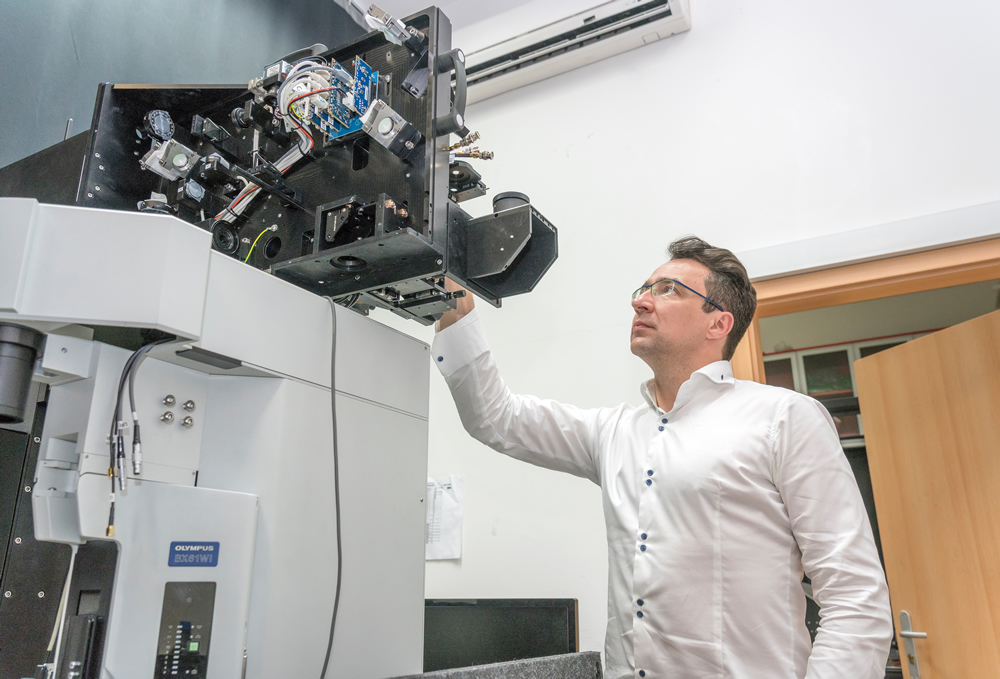 Ilyen lézermikroszkópok vihetnek közelebb az agyműködés megértéséhez.