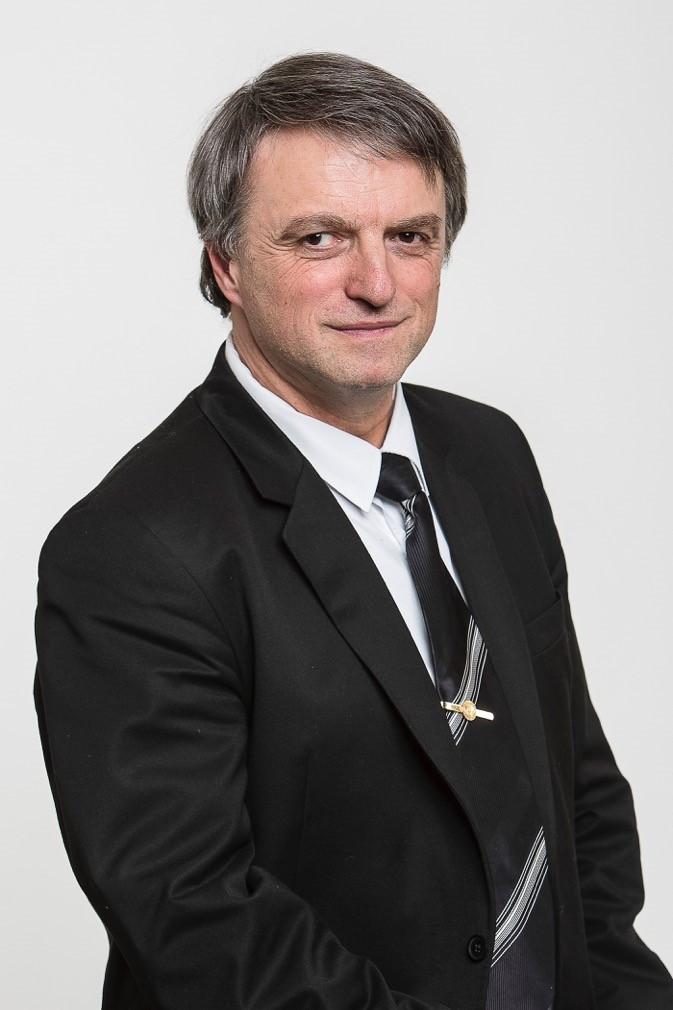 dr. Horváth Zoltán, az Irányító Testület elnöke, az ELTE IK dékánja